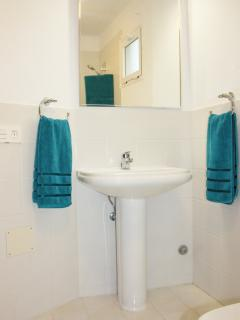 Main bathroom with bath and shower (adjoins bedrooms 1 and 2)