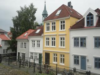 Ytre Markeveien 25 is the yellow house