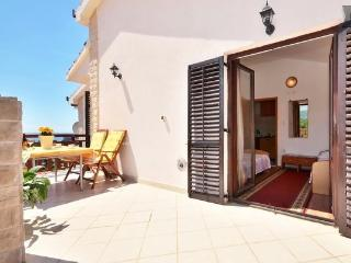 2 bedroom apartment with large terrace, Podstrana