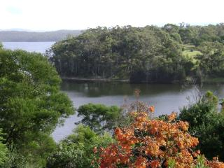 LAKE VIEW 2 BDRM COTTAGE FRINGED BY NATIONAL PARK, Bermagui