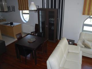 3 bedroom in town with pool, Larnaka City