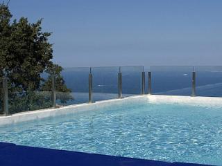 Villa Godiva, Sant'Agata sui Due Golfi