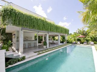 Luxury 4 Br Villa, swimming pool 5 Min Seminyak