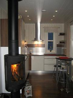 Log burner & fully fitted kitchen
