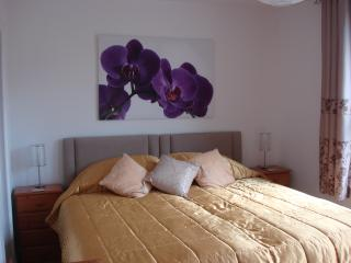 BOURNECOAST: SITUATED IN THE HEART OF BOURNEMOUTH -WALK TO SANDY BEACHES -FM1702