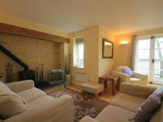 Buttercup Cottage, overlooking the lakes, Cotswolds, Somerford Keynes