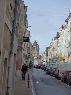 Vue d'ensemble de la rue Bressigny depuis le balcon