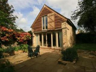 Wagon House, wonderful barn conversion in historic location, Little Somerford