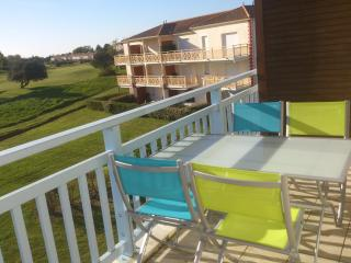 2 Bedroom Golf Apartment, Pornic