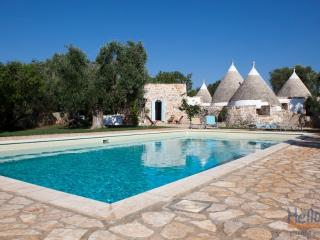 Fico d'India: Luxury Trulli in Puglia with Pool