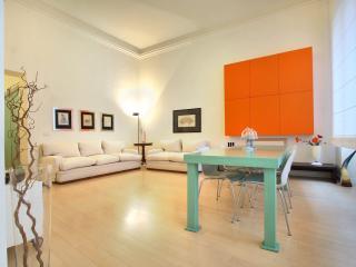 Living room, plenty of light