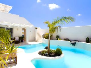 Villa GOA with Heated pool 26ºc and Jacuzzi. A part of 'KATIS Villas Boutique'.