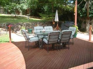 Eltham Retreat - Warm, Bright & Sunny Home