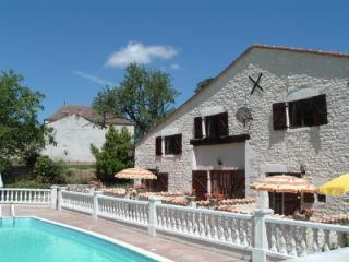 Les Granges (Campanule) - holiday gite with pool, Sainte Foy-la-Grande