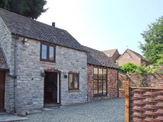 ROOSTERS, stone-built, detached, woodburner, off road parking, garden, in Much Wenlock, Ref 28739