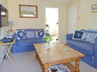 THE SAND DUNES, close to beach, off road parking, pebble garden, in Camber, Ref 914281