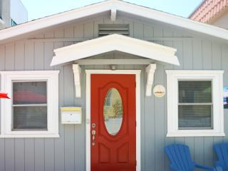 Adorable Red Door  Mission beach Cottage, San Diego