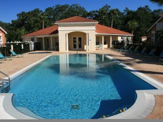 Lake Berkley Holiday Villa with FREE pool heating.