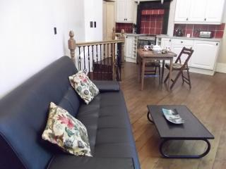 The Old Shoemaker's Shop: Great flat in London Zone 2