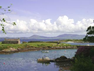 Pier Cottage, sleeping up to 11, 30 metres from the coastline, Ring of Kerry