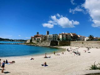 Antibes beach, five minute walk from the apartment Warm Water secure next to International Harbour