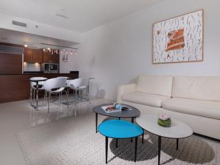 Ample space for living room, dining area, kitchen (fully equipped)