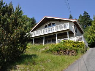 Spacious home with view, Mayne Island