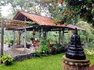 Reno Roso Homestay Borobudur