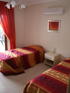 Twin Bedroom with balcony