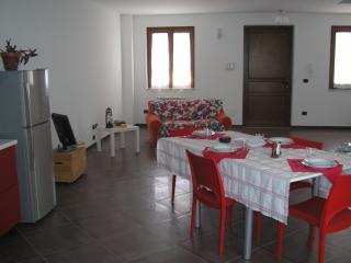 open space cucina ,pranzo soggiorno ingresso con accesso ad ampio terrazzo-pranzo