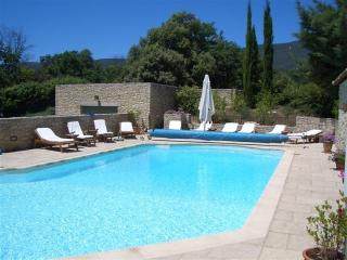 Luberon luxury country house with heated pool, Cucuron