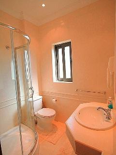 En-suite to Master Bedroom.