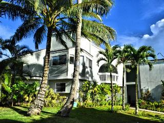 4 room townhome on the golf course with ocean view, Princeville