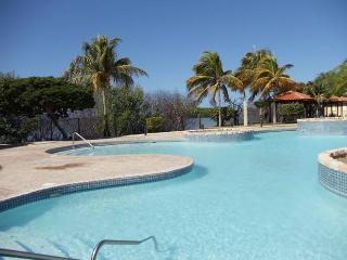 Condominio frente al mar cerca de Playuela - El Faro, Cabo Rojo