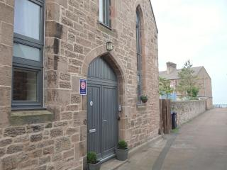 Stunning garden beach flat w/WiFi, Berwick-upon-Tweed