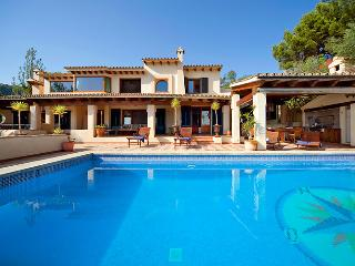 BEAUTIFUL SUNNY SEA VIEW VILLA / OPEN FIRE / SAUNA  HEATED POOL / GAMES ROOM