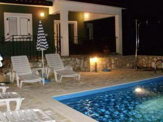 Private accommodation - holiday house Ripenda Kras 6156 3-room-suite
