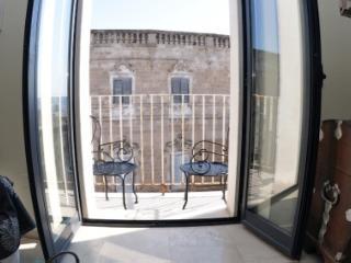 live in 18th century palazzo, Monopoli