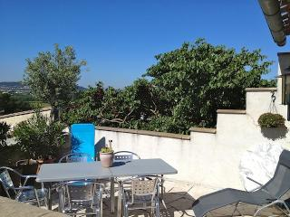 Spacieuse maison climatisee, 2 SDB 6km Carcassonne