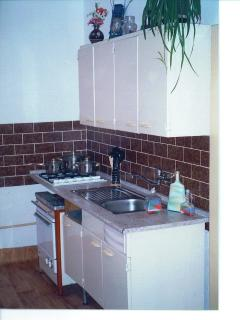 fully equipped kitchen, gas cooker