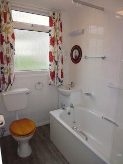 Bathroom 2 - bath/shower
