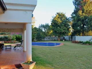 JULES SELF CONTAINED COTTAGE    MILTON PARK HARARE, Harare