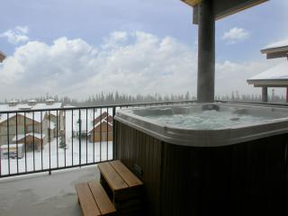 Fabulous hot tub on private deck