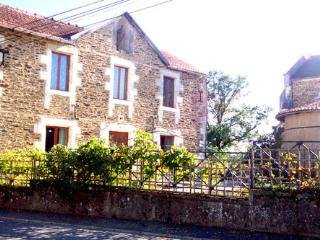 Dordogne Delight; detached stone rural retreat with amazing views