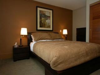 Luxurious master bedroom - sleeps 2