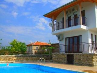 Chernomore Luxury 3 Bedroom Villa Sleeps 6 - 9, Varna