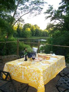 Dining on the Dordogne