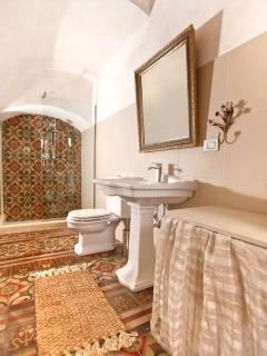 Ground floor bathroom.