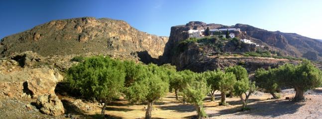 Moni Kapsa and the Pervoulakia gorge