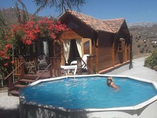 Unique wooden house, sleeps 8, swimming pool, wifi